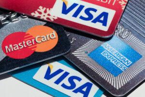 Choosing Between a Credit and Debit Card